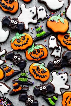 Learn how to make festive Halloween designs and decorations on chocolate sugar cookies. Recipes on sallysbakingaddiction.com Cookie Desserts, Holiday Desserts, Holiday Cookies, Holiday Baking, Holiday Treats, Cookie Jars, Cookie Recipes, Great Desserts, Baking Recipes