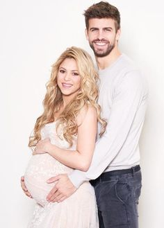 UNICEF Goodwill Ambassador Shakira, and her partner, FC Barcelona star Gerard Piqué, are hosting a World Baby Shower to welcome their second baby! Help them celebrate by purchasing a UNICEF Inspired. Shakira Baby, Shakira Y Pique, Shakira And Gerard Pique, Family Maternity Photos, Baby Bump Photos, Maternity Pictures, Pregnancy Photos, Second Pregnancy, Family Photos