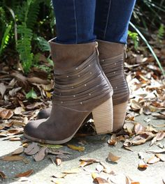 Such perfect suede booties!