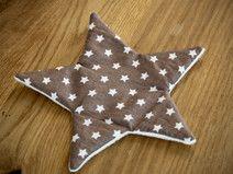 Knisterstern braun, mit weißen Sternen