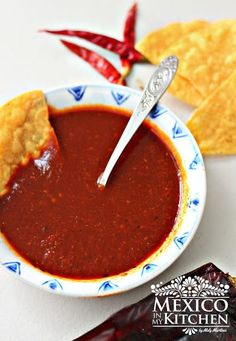 Red Taquería Style Salsa This red taqueria salsa is absolutely delicious on steak or pork carnitas tacos. You need only a few ingredients to make it at home, and it lasts several days in the fridge. The roasted peppers give a robust flavor to the salsa. Authentic Mexican Recipes, Mexican Salsa Recipes, Mexican Dishes, Authentic Salsa Roja Recipe, Mexican Tamales, Authentic Food, Mexican Desserts, Chutney, Plats Latinos