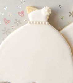Classic!  https://www.etsy.com/listing/128009970/1-dozen-classic-wedding-dress-cookies  #bridalshowerfavors #bridalshower #weddingfavors #weddingcookies #cookie favors #desserttable #desserttableideas