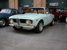 Alfa Romeo GT Junior stepfront
