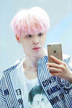 @ParkMinnie: Troco mais de cor de cabelo, como o Taehyung troca de homem