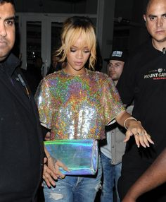 GOSSIP OVER THE WORLD: Rihanna begins in therapy to get over Chris Brown!...