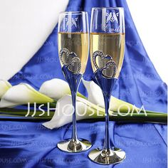 Personalized Favors - $57.19 - Personalized Lovely Birds Glass Toasting Flutes With Diamond Rhinestone (Set of 2) (051029074) http://jjshouse.com/Personalized-Lovely-Birds-Glass-Toasting-Flutes-With-Diamond-Rhinestone-Set-Of-2-051029074-g29074