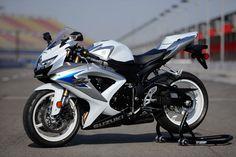 Google Image Result for http://3.bp.blogspot.com/-GysntxLBn7M/TbZ_nD5W6LI/AAAAAAAAAJQ/-rz9RMu72nI/s1600/Suzuki-GSXR-600-autoline.jpg