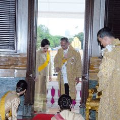 The Sixtieth Anniversary Celebrations of His Majesty's Accession to the Throne 2006 During 8-13 June 2006 . Friday, 9 June : His Majesty The King Bhumibol Adulyadej granted a grand public audience at the balcony of the Ananta Samakhom Throne Hall, Dusit Royal Palace, Bangkok Thailand.