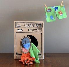 段ボールで簡単に洗濯機を作りましょう。しかもドラム式!大きくなったらお手伝いをしてね。