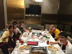 EXO dinner together Exo Xiumin, Exo Chen, Kpop Exo, Exo Chanbaek, Exo Imagines, Exo Group, Exo Korean, Exo Members, Photos