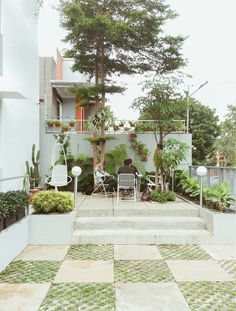 Image 23 of 25 from gallery of Gemala House / LUWIST. Outdoor Living, Outdoor Decor, Rooms Home Decor, Growing Plants, Home Projects, Future House, Townhouse, The Good Place, Architecture Design