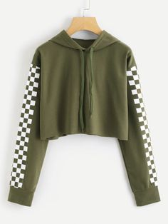 Shop Contrast Checked Sleeve Crop Hoodie at ROMWE, discover more fashion styles online. Crop Top Hoodie, Cropped Hoodie, Teen Fashion Outfits, Outfits For Teens, Cute Comfy Outfits, Cool Outfits, Pull Crop Top, Outing Outfit, Trendy Hoodies