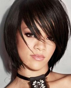 Rihanna got short hair style, which is looking superb on her. She seems very pretty in that one. Rihanna got this style at MTV Video Music awards Press room in … Bob Hairstyles With Bangs, Layered Bob Hairstyles, Short Bob Haircuts, Short Hairstyles For Women, Hairstyles Haircuts, Hairstyle Short, Hairstyle Images, Hairstyle Ideas, Textured Hairstyles