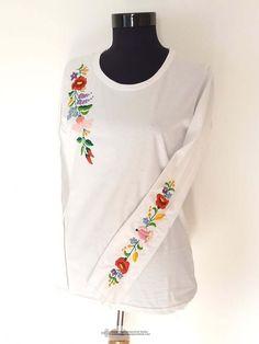Janka hímzett póló, fehér Sweatshirts, Sweaters, Fashion, Moda, Fashion Styles, Trainers, Sweater, Sweatshirt, Fashion Illustrations