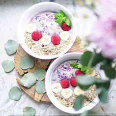 Uuteen viikkoonTowards the new week . . . #huomenta#aamiainen#aamu#voimaruokabrekkiebowl #voimaruoka #terveellinen#aamiaiskulho#värikäs#nelkytplusblogit#healthychoices#breakfast#overnightoats#smoothiebowl#breakfastbowl#smoothie#powerbreakfast#dailyfoodfeed#flatlay#wholesomefood#onthetable#flatlayfood#foodpic#foodphoto#frukost#petitdejeneur#goodmorning#pursuepretty#朝食#プレート