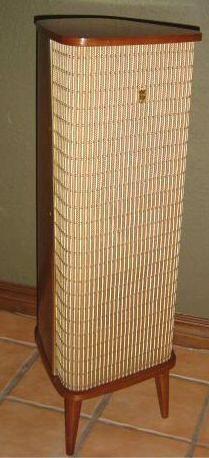 Vintage Grundig Speaker my dad owned a pair when I was young High End Speakers, Diy Speakers, Bluetooth Speakers, Audio Room, Speaker Stands, Speaker Design, Basement Renovations, Loudspeaker, Audiophile