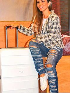 Lalá Noleto veste Calça Jeans Rasgada