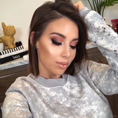 Always glowing is wearing Dual Finish Highlighter in Sparkling Peche. Beauty Makeup Tips, Glam Makeup, Love Makeup, Beauty Hacks, Hair Makeup, Hair Beauty, Makeup Ideas, Bob Hairstyles Brunette, Fall Makeup Looks