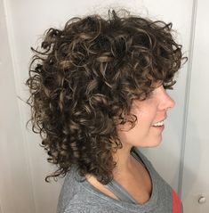 50 Natural Curly Hairstyles to Try in 2020 - Hair Adviser - Medium Bouncy Curls with Subtle Highlights - Curled Hairstyles For Medium Hair, Curly Hair With Bangs, Curly Hair Cuts, Curly Bob Hairstyles, Long Curly Hair, Hairstyle Men, Formal Hairstyles, Layered Curly Haircuts, Curly Shag Haircut