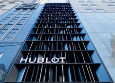 Peter Marino Opens Hublot Flagship Store at Fifth Avenue in New York Building Exterior, Building Facade, Brand Building, Building Design, Retail Facade, Shop Facade, Small Buildings, Beautiful Buildings, Office Buildings
