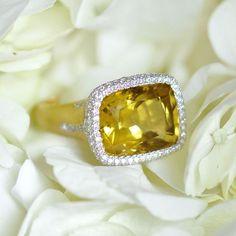 Yellow Beryl on the brain, by Ricardo Basta Fine Jewelry  👑 Diamond and Yellow Beryl ring, cocktail ring #ricardobasta #aotd #beryl