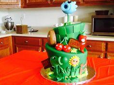 may birthday party Zombie Birthday Cakes, Zombie Birthday Parties, May Birthday, Zombie Party, Candy Corner Ideas, Plant Zombie, Themed Cakes, Party Cakes, Halloween