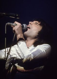 #ClassicMercury : Freddie Mercury, 'Hammersmith Odeon (1975) #ANightAtTheOpera http://www.freddiemercury.com