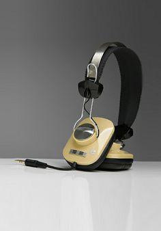 Eskuche headphones. De bruintint zegt succesvol ik wordt beter nadat ik ouder wordt.