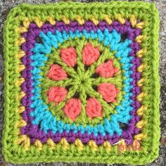 Posy Wheel Crochet Square ~ free pattern ᛡ Grannies Crochet, Crochet Granny Square Afghan, Crochet Quilt, Crochet Blocks, Crochet Motif, Square Quilt, Granny Squares, Square Patterns, Doily Patterns