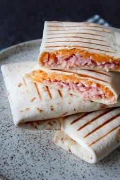 Wraps Med Ost, Skinke og Chili Mayo – One Kitchen – A Thousand Ideas Food N, Good Food, Food And Drink, Yummy Food, Breakfast Recipes, Snack Recipes, Pizza Snacks, Recipes From Heaven, Sandwiches