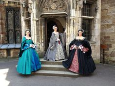 Tudor Day at Berkeley castle. Tudor Costumes, Period Costumes, Tudor Era, Tudor Style, Renaissance Era, Renaissance Fashion, Elizabethan Gown, Tudor Dress, Tudor Fashion