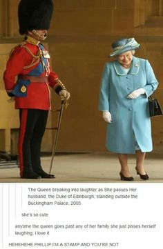 Queen Elizabeth II gets a fit of the giggles as she walks past her husband Prince Philip, the Duke of Edinburgh who is standing to attention in his uniform and bearskin hat at Buckingham Palace in (Photo by Anwar Hussein/Getty Images) I Smile, Make Me Smile, Prinz Philip, Die Queen, Queen Liz, Paris Match, Isabel Ii, Chris Young, Buckingham Palace