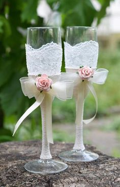 An elegant set of 2 toasting wedding flutes - perfect detail for Bride and Grooms wedding toast. Each glass is wrapped by floral lace and adorned by twine ribbon topped with small pearl flower embellishment. IMPORTANT: Do not use dishwasher. Hand wash only