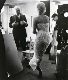 Marilyn Monroe being photographed with Cecil Beaton in 1956; photos by Ed Pfizenmaier.