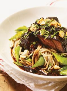 Tamari-Maple Braised Beef served on a tower of soba noodles with snap peas, garlic, toasted cashews, and cilantro. Easy to prepare, but with haute cuisine results! Healthy Dessert Recipes, Meat Recipes, Dinner Recipes, Cooking Recipes, Paleo Recipes, Healthy Ground Beef, Ground Beef Recipes Easy, How To Cook Meatloaf, Ricardo Recipe