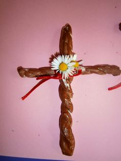 Προσχολική Παρεούλα : Πάσχα λίγα από τα παλιά έθιμα .. (το λουλούδι του Πάσχα-Λαζαράκια)