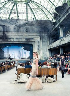 Jul 2013 - Grand Palais: From a theatre to a post-apocalyptic rubble during the haute couture CHANEL AW show. Chanel Fashion, Couture Fashion, Fashion Art, Editorial Fashion, Runway Fashion, Fashion Beauty, Fashion Show, Sexy Evening Dress, Sexy Party Dress