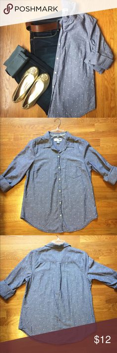 Old Navy Button Down Shirt. A women's Old Navy Button Down Shirt. In a size Medium. In the color of Light Denim with small White Polka Dots. Made out of 100% Cotton. This shirt is Super Comfy! Could be worn as a casual shirt or dress shirt. There is a small stain on the front right side of the shirt (See Pic 5 ⬆️) but is barely noticeable. Price is negotiable so make me an offer!👍🏻 Thank You!☺️ ❌No Trades❌ Old Navy Tops Button Down Shirts