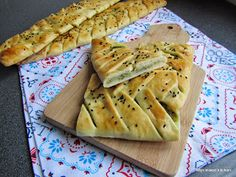 Içli örgü ekmek (zachte gevulde gevlochten broodjes)