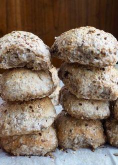 Eltefrie speltrundstykker med frø Food N, Food And Drink, I Love Food, Good Food, Norwegian Food, Scandinavian Food, No Knead Bread, Healthy Baking, Bread Baking
