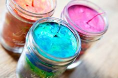 Awesome DIY tutorial on how to make Crayon Candles!