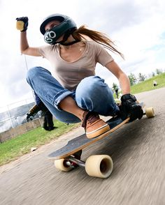 Emma Daigle charging an outlaw downhill skateboard race in quebec. Bmx Girl, Skate Girl, Biker Girl, Style Skate, Streetwear, Skate Photos, Skate Decks, Skateboard Girl, Sporty Girls