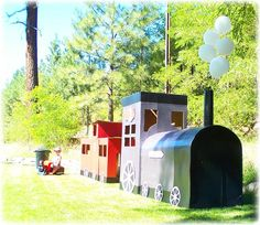 Giant cardboard train made from refrigerator boxes. Thomas The Train Birthday Party, Trains Birthday Party, Train Party, 3rd Birthday Parties, Birthday Party Decorations, 4th Birthday, Christmas Float Ideas, Christmas Parade Floats, Ward Christmas Party