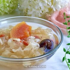 A refreshing sweet soup with anti-inflammatory, cancer-fighting snow fungus and juicy tropical papaya! Chinese Deserts, Chinese Food, Chinese Recipes, Sweet Soup, Fungi, Allrecipes, Cooking Tips, Soup Recipes, Herbalism