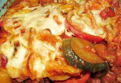 Rakott zöldség darált hússal diétásan recept képpel. Hozzávalók és az elkészítés részletes leírása. A rakott zöldség darált hússal diétásan elkészítési ideje: 90 perc Veggie Recipes, Healthy Recipes, Veggie Meals, Grill Party, Hungarian Recipes, Hungarian Food, Healthy Cooking, Healthy Food, Hawaiian Pizza