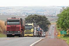 Artesp analisa propostas para a SP-255 antes de abrir licitação -     Terminou nesta semana prazo para consulta pública do lote de concessão que inclui trechos da rodovia SP-255, entre eles o que passa por Barra Bonita(68 quilômetros de Bauru). Agora,aAgência de Transportes do Estado de São Paulo (Artesp) irá analisar as propostas feitas para poder l - http://acontecebotucatu.com.br/regiao/artesp-analisa-propostas-para-sp-255-antes-de-abrir-licitacao/