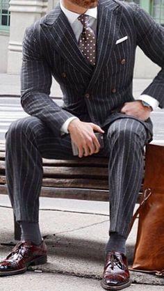 Keep Calm And Wear Ties: A Men's Guide To Having A Great Tie – Men's style, accessories, mens fashion trends 2020 Style Gentleman, Gentleman Mode, Dapper Gentleman, Sharp Dressed Man, Well Dressed Men, Mens Fashion Suits, Mens Suits, Mode Costume, Herren Outfit