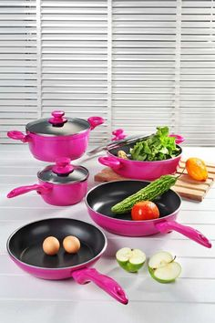 Pots And Pans Set What do you think of the colour? Pots And Pans Set The Pioneer Woman Vintage Speckle Non-Stick Pre-Seasoned Cookware Set Calphalon Pink Love, Pretty In Pink, Pink Pink Pink, Pink Color, Food Storage, Vintage Pink, Paleta Pantone, Pots And Pans Sets, I Believe In Pink