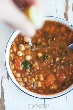 Harira to narodowa marokańska zupa Best Soup Recipes, Vegetarian Recipes, Cooking Recipes, Healthy Recipes, Vegan Gains, Healthy Soup, Food Design, Food Porn, Good Food