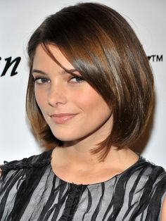 add sex appeal to short hair with a side-swept part and lots of shine.